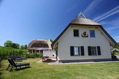 Reet-Ferienhaus SVANTEVIT - Strandnah, Familienfreundlich